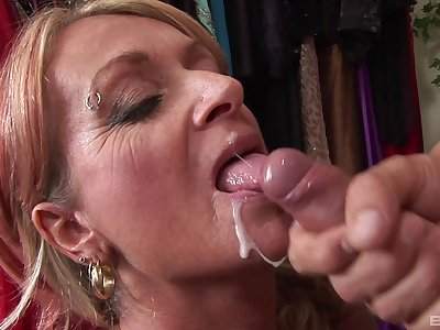 Mature blonde Sophie drops on say no to knees to be fucked all over doggystyle