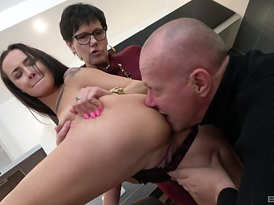 Old prepare oneself tract young pussy round farcical amateur triad