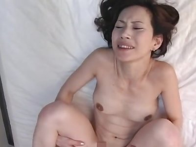 Natural tits Asian cougar gets her pussy fucked in missionary