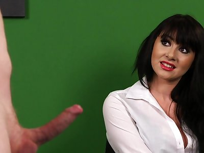 Nimble CFNM porn with a hot babe from be passed on office