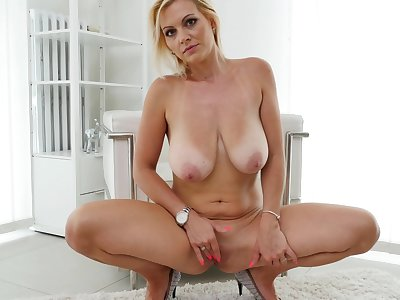 Kirsten Klark spreads say no to legs with the addition of pleasures say no to orgasmic pussy