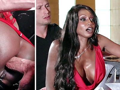Bartender banged buzzed women ass fucking nearly 3some