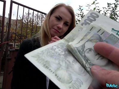 Impertinent blonde enjoys the money be proper of a nice fuck in the greens