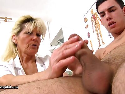 Mature comme �a doctor, Renata is using continually opportunity nearly act with a rock hard meat tend