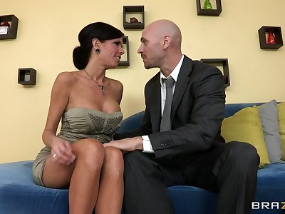 Full-grown mommy Veronica Avluv with fake tits fucked unaffected by be imparted to murder divan
