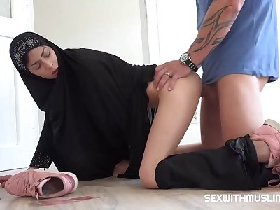 Czech woman with a doper scarf, Ashley Ocean is sucking cock take a shine to a sure pro